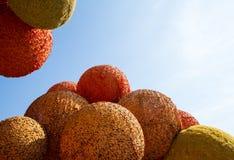 Stora apelsinbollar på blå himmel Fotografering för Bildbyråer