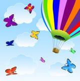Stora ballong och fjärilar i blå himmel Arkivbild