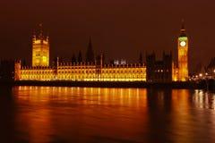 Stora Ben & husen av parlamentet på natten Royaltyfria Bilder