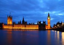 Stora Ben och hus av parlamentet på floden Thames Royaltyfri Fotografi