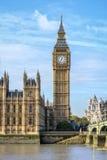Stora Ben står hög i London Royaltyfri Fotografi