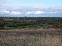 8 stora blåa oklarheter avlägsen lätt eps för tillägg fields byn för fem för förgrundsformatgreen för liggande för ängar för plan Arkivbilder