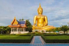 Stora buddha i Thailand Royaltyfri Foto