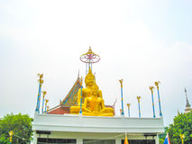 Stora buddha på den thailändska templet Arkivbilder