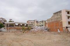 Stora byggnader som förstörs vid April 16Th, 2016 under jordskalvet som mäter 7 8 på den Richter skalan, Sydamerika Arkivbild