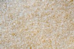 Stora Crystal Turbinado Sugar i det rått Arkivfoton