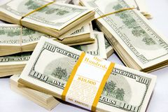 stora dollar många över packar som plundrar white Arkivfoto