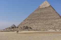 Stora egyptiska pyramider i Giza, Kairo Arkivfoto