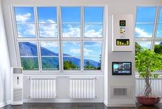 Stora fönster i rummet med uppvärmning Arkivfoto
