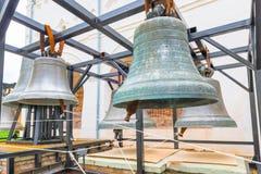 Stora forntida kyrkliga klockor Arkivbild