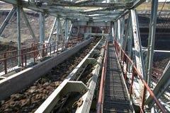 Stora grävskopor i kolgruva Arkivfoton