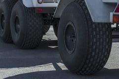 Stora hjul royaltyfri bild