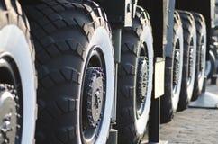 Stora hjul av militären Royaltyfri Fotografi