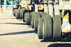 Stora hjul för tungt medel Royaltyfri Foto