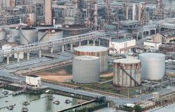 Stora industriella olje- behållare royaltyfri fotografi