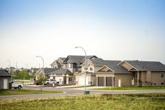 Stora kanadensarehus med körbanor och bilar Royaltyfri Bild