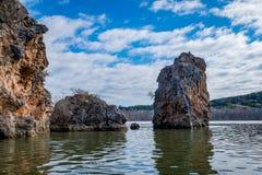 Stora klippor och vaggar bildande på Texas Lakes Royaltyfri Foto