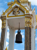 Stora Klocka i den Thailand templet, klockstapel Arkivfoto