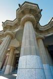 Stora kolonner som rymmer den stora Viewpointplattformen Arkivfoton