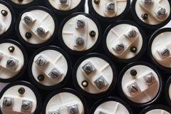Stora kondensatorer, elektronisk del arkivbild