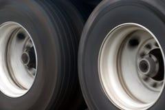 stora lastbilhjul Arkivfoto
