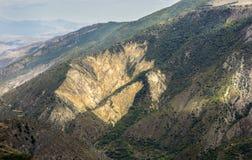 stora liggandebergberg Landskapet i Armenien (Tatev) Royaltyfri Foto