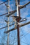 stora masts som rigging segling två skyttlar Royaltyfri Foto
