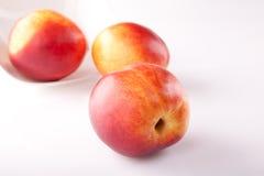 stora nya persikor mogna tre Royaltyfri Foto