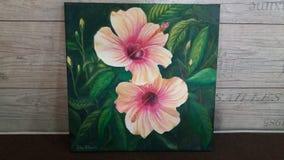 Stora och härliga hibiskusblommor som målas i olja arkivbild