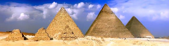 Stora pyramider som lokaliseras i Giza. Panorama Arkivfoton