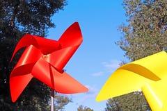 Stora röda och gula barnsmå solar Royaltyfria Bilder