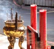 Stora rökelsegasbrännare och stearinljus Royaltyfri Bild