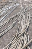 Stora rep fördelade ut på hamnkajen arkivfoton