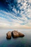 Stora rocks i havet Arkivbilder