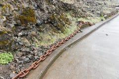 Stora rostiga chain sammanlänkningar Arkivbilder
