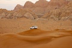 Stora sanddyn och bergskedjor Fotografering för Bildbyråer