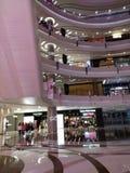 Stora shoppinggallerior royaltyfria foton