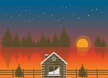 Stora sikter av solnedgången över sjön och träkabinerna Royaltyfria Bilder