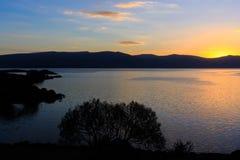Stora sjö- och solnedgångsikter Fotografering för Bildbyråer