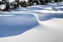 Stora snowdrifts Arkivbild
