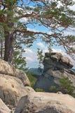 Stenar i bergen Arkivfoton