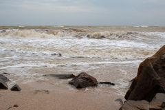 Stora stenar vid havet arkivfoto