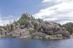 Stora stenblock av Sylvan Lake arkivbilder