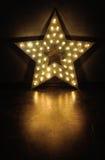 Stora stjärna och massor av ljusa kulor royaltyfri bild