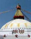 Stora Stupa av Boudhanath Katmandu Nepal med bönflaggor Arkivbilder