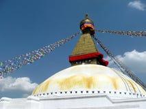 Stora Stupa av Boudhanath Katmandu Nepal med bönflaggor Royaltyfri Fotografi