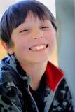 Stora tänder för lycklig pojke Royaltyfria Bilder