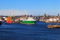 Stora tillförselfartyg i Aberdeen härbärgerar på 30 Januari 2016 Arkivbilder