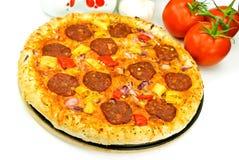 stora tomater för ostpizzasalami Royaltyfri Bild
