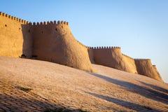 Stora väggar av den forntida Khiva staden arkivfoto